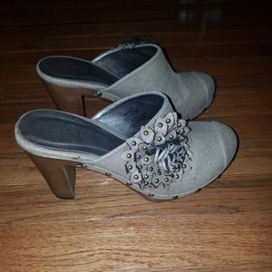 New Women's Wanted Clogs Mules Size 9 Studded